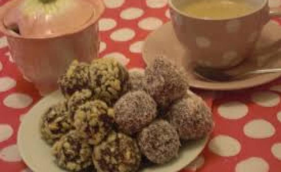TounsiaNet : Boulettes amande au chocolat