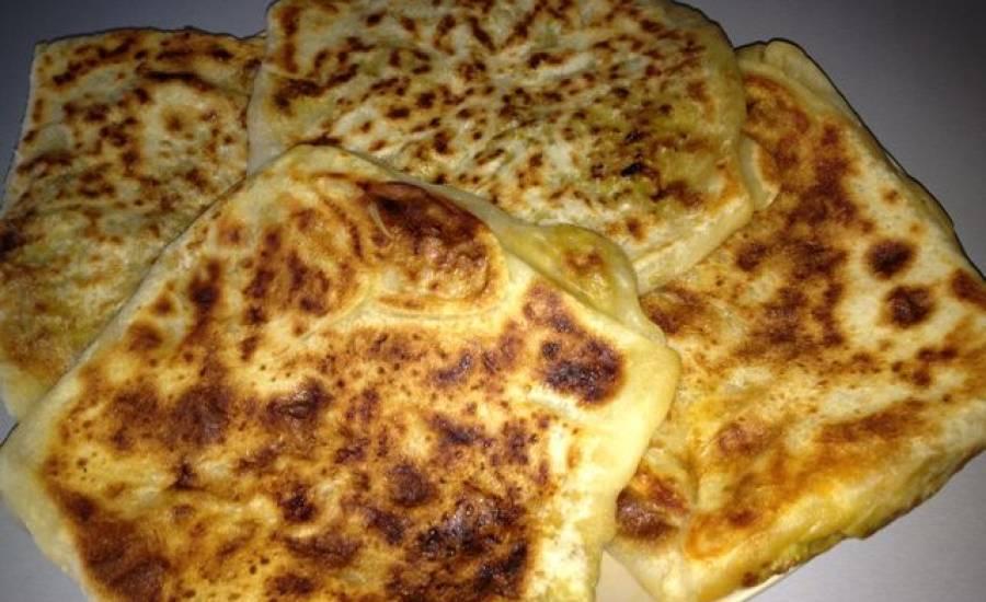 TounsiaNet : Mhajeb  - Crêpes farci aux oignons et tomates