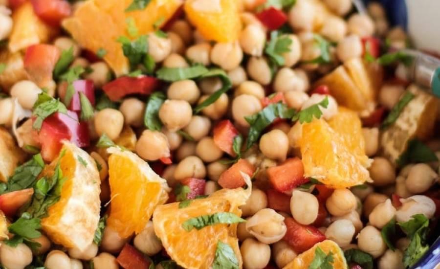 TounsiaNet : Salade de pois chiches aux poivrons, orange et coriandre