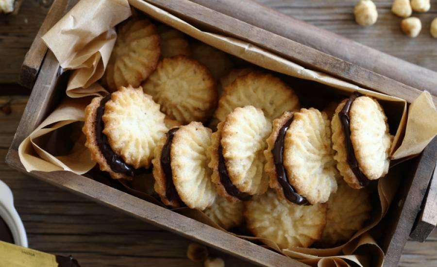TounsiaNet : Petits fours aux noisettes fourrés au nutella