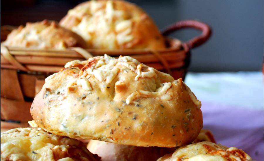 TounsiaNet : Pain au thym et aux fromages