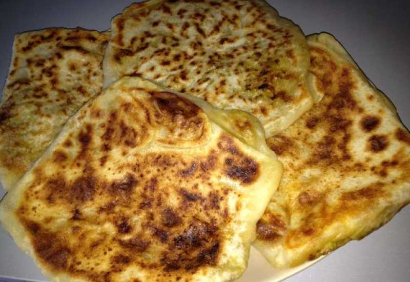 tounsia.Net : Mhajeb  - Crêpes farci aux oignons et tomates