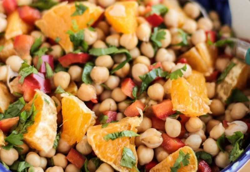 tounsia.Net : Salade de pois chiches aux poivrons, orange et coriandre