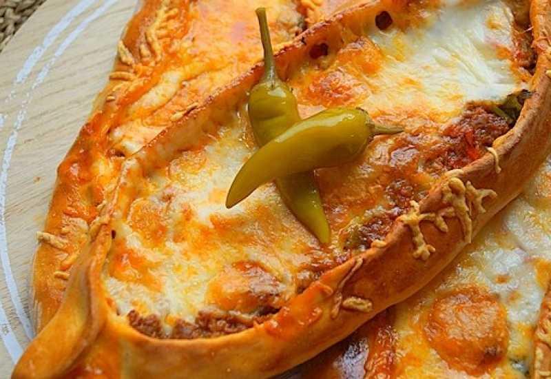 tounsia.Net : Pizza turque à la viande hachée Pide